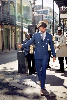 Lately the trusty blue suit has gotten brighter, richer, punchier, and altogether less boring. (Suck it, navy.) Game of Thrones henchman Michiel Huisman throws shade after shade on the streets of America's bluesiest city: New Orleans Suit Up, Suit And Tie, Best Blue Suits, Fashion Moda, Mens Fashion, What To Wear Today, How To Wear, Fashion Network, Male Fashion Trends