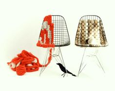 Knitting Eames wire chair by Plainliving / a fantastic DIY idea! Wire Chair, Arts And Crafts, Diy Crafts, Creative Crafts, Creative Ideas, Deco Boheme, Ideias Diy, Yarn Bombing, Eames Chairs