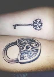 Resultado de imagem para tatuagem chaves fechadura