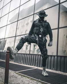 What is important for you, if you buy techwear clothes? … What is important for you, if you buy techwear clothes? Cyberpunk Mode, Cyberpunk Fashion, Cyberpunk Tattoo, Cyberpunk Girl, Dark Fashion, Emo Fashion, Mode Streetwear, Streetwear Fashion, Mode Dope