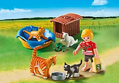 Enfant avec chats
