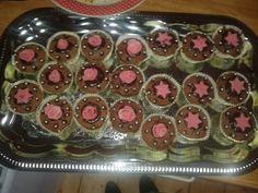 Chocolade cupcakes met roze marsepein