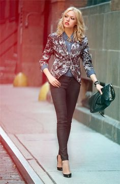 Want the perfect Day to Night look? We love this Bellatrix Blazer, denim shirt and AG jeans! Street Chic, Street Style, Moda Fashion, Womens Fashion, Fashion Models, Only Blazer, Looks Style, My Style, Miranda Priestly