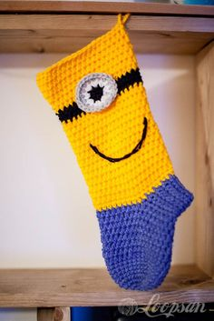 Minion-inspired Christmas Sock/Stocking free pattern    ♪ ♪ ...  #inspiration_crochet  #diy GB http://www.pinterest.com/gigibrazil/boards/
