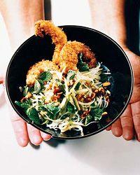 Salade nouille, germes et crevettes croustillantes