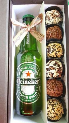 Diy Christmas Gifts, Valentine Gifts, Santa Gifts, Holiday Gifts, Homemade Gifts, Diy Gifts, Wine Gift Baskets, Basket Gift, Sweet Box