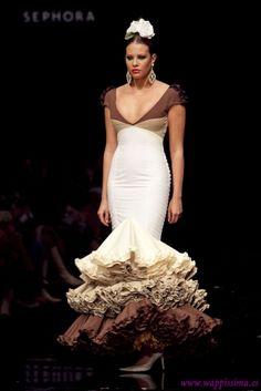 En esta época tan esperada del año, la gente aprovecha para sacar su lado más flamenco y andaluz, destapa sus trajes de gitana para deslumbr... Fishtail, Traditional Outfits, African Fashion, One Shoulder Wedding Dress, Flamenco Dresses, My Style, Wedding Dresses, Mermaid, Beauty
