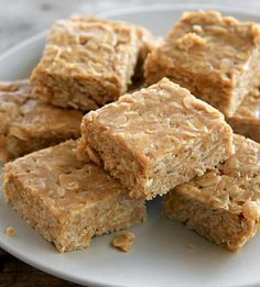 We've cracked the code on how to get your kids to eat whole grains! All you need are three ingredients—honey, peanut butter and some old-fashioned rolled oats—to make our no-bake peanut butter oat bars. (no bake oatmeal bars) Peanut Butter Oat Bars, Peanutbutter Bars No Bake, Peanut Butter Biscuits, Peanut Butter Squares, Peanut Butter Overnight Oats, Peanut Butter Breakfast, Almond Butter, No Bake Desserts, Dessert Recipes
