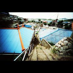 oosoosoo / 옛 기억. 그 흔적 속으로 #군산#history#Korea / 전라북 군산 해망 / #골목 #비탈 #지붕 #동네 / 2012 06 15 /