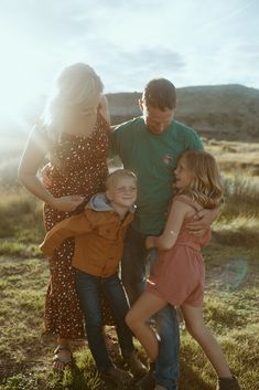 drumheller family photos, family photos, family photographer. family photo outfit ideas, drumheller, outfit ideas