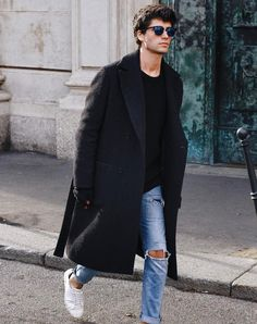 In addition to jackets and sweaters, you can still look fashionable with a coat that is needed when the weather starts to cool. One is the oversized coat with Men Street, Street Wear, Stylish Men, Men Casual, Winter Outfits Men, Herren Outfit, Mode Style, Streetwear Fashion, Winter Fashion