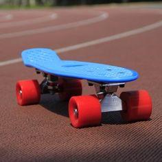 "Yorbay® 22"" Retro Skateboard Mini Cruiser Board Komplett Fertig Montiert (Deck Schwarz/ Räder Blau): Amazon.de: Sport & Freizeit"