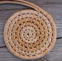 Bilderesultat for tægerbinding Paper Weaving, Weaving Art, Loom Weaving, Rustic Crafts, Upcycled Crafts, Sewing Crafts, Willow Weaving, Basket Weaving, Rope Rug