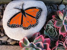 Mosaic Monarch Butterfly in Stained Glass Butterfly Mosaic, Mosaic Birds, Mosaic Flowers, Glass Butterfly, Monarch Butterfly, Mosaic Rocks, Stone Mosaic, Mosaic Glass, Rock Mosaic
