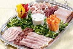 Brunch Recipes 'Colorful instead of fleshy' – that's the motto for the cold cuts … Party Finger Foods, Snacks Für Party, Appetizers For Party, Appetizer Recipes, Breakfast And Brunch, Breakfast Recipes, Brunch Buffet, Party Buffet, Carpaccio