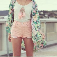 Floral robe, baby pink high waisted shorts and coordinating dreamcatcher necklace. All I need is a board walk!