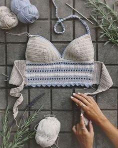 Captivating Crochet a Bodycon Dress Top Ideas. Dazzling Crochet a Bodycon Dress Top Ideas. Tops A Crochet, Crochet Bikini Pattern, Crochet Bikini Top, Crochet Shirt, Diy Crochet, Crochet Patterns, Crochet Cross, Crochet Woman, Crochet Videos
