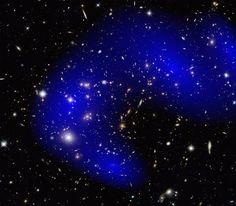 Matéria escura interage; matéria escura não interage...