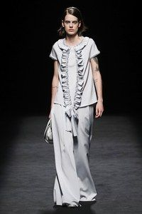 Devota & Lomba Madrid Printemps-Été 2020 - Défilés   Vogue Paris Fashion 2020, Fashion Show, Fashion Trends, Women's Fashion, Vogue Paris, Moda Madrid, Shirt Dress, Blouse, Mannequins