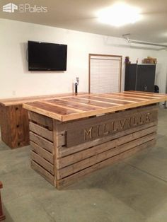 Old Pallets Ideas 35 Awesome Bars Made Out of Reclaimed Wooden Pallets Best of Pallet Projects Pallet Bars Wooden Pallet Bar, Wooden Pallet Crafts, Diy Pallet Projects, Pallet Ideas, Pallet Barn, Diy Wood, Outdoor Pallet, Bar Furniture, Pallet Furniture