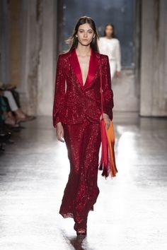 Enter into the official world of Alberta Ferretti and discover the new autumn winter collection. Fashion Brand, Fashion Show, Suits For Women, Clothes For Women, Fashion Gallery, Alberta Ferretti, Winter Collection, Couture Fashion, Beautiful Dresses