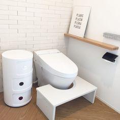 毎日使うトイレ。できればおしゃれな方が良いですよね。そこで、今回はおしゃれなトイレの実例を集めました。 シック、キュート、ラグジュアリーなど様々なトイレがあります。それぞれのポイントをみて是非参考にしてみて下さいね。 Toilet, House, Home, Litter Box, Haus, Toilets, Powder Rooms, Houses