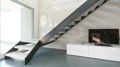 swissstairs® - Wangentreppe Stahl roh, mit Stufen aus Beton