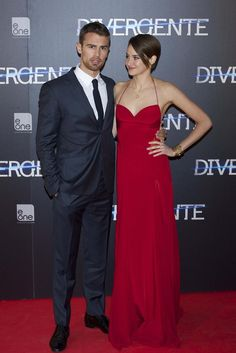 The way she looks at him.. Theo James and Shailene Woodley