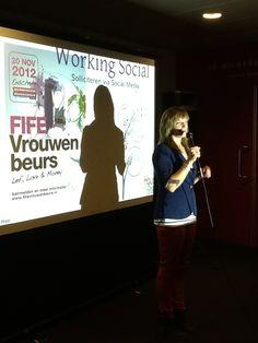 """Onze marketingmanager tijdens de workshop """"working Social"""" bij Fife2012"""