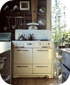I want one of these old stoves!  Love them!