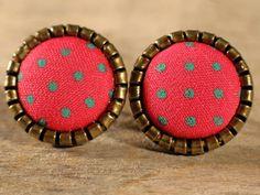 Boucles d'oreilles en tissu Boutons en tissu par MrAndMrsBeaver Coins, Coin Purse, Wallet, Purses, Etsy, Fabric Earrings, Buttons, Unique Jewelry, Boucle D'oreille