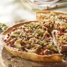 Caramelized Onion, Bacon & Tomato Tart yummy for a brunch! Tart Recipes, Veggie Recipes, Great Recipes, Dinner Recipes, Favorite Recipes, Breakfast Recipes, Tomato Tart Recipe, Tomato Pie, French Tart