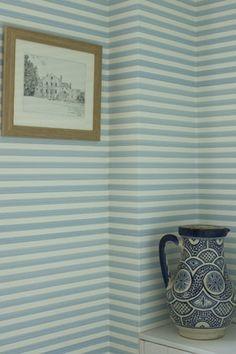 http://www.papillondecoration.com/papier-peint-rayures-farrow-and-ball-closet-stripe-247-c.asp