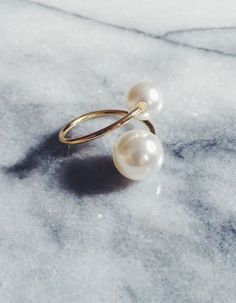 Double Pearl Adjustable Gold Ring - Double Pearl Ring, Two Pearl Ring, Adjustable Pearl Ring, Pinky Pearl Ring, Pearl Jewelry, Wire Jewelry, Jewelry Crafts, Beaded Jewelry, Jewelry Rings, Jewelery, Jewelry Accessories, Handmade Jewelry