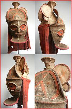 Ethnie: Chokwe Herkunft: Angola/zambia Material/Gestaltung: Rattan mit Raffiabespannung, teerartigem Auftrag mit Bemalung (Pigmente), Rückseite mit Textil Maße (Höhe x Breite x Tiefe): ca. 50 cm x 25 cm x 25