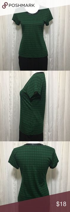 Banana republic green and black shirt sz p medium Banana republic green and black patterned shirt with black satin trim on neck. Super soft fabric in new condition. Chest 16 inches when laid flat Length 23 inches 94% rayon 26% tencel lyocell 18% cotton Bright shirt great for a casual day or even dressing it up. Thanks for visiting my closet feel free to look around!🤗 Tops Tees - Short Sleeve