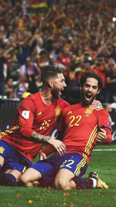 Ramos and Isco Isco Real Madrid, Ronaldo Real Madrid, Football Is Life, Football Soccer, Football Stuff, Soccer Post, Isco Alarcon, Real Madrid Players, Soccer Stars