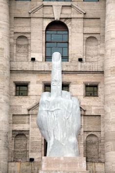 Maurizio Cattelan, placed in front of the Milan Stock Exchange throughout Milan Fashion Week I love the irreverent nature of this sculpture, it appears to be sticking the finger up at Italy's fascist past. Tachisme, Art Conceptual, Modern Art, Contemporary Art, Art Sculpture, Italian Artist, Public Art, Oeuvre D'art, Installation Art