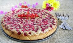 Walnut tart with cream and redcurrants (in romanian) Pie Cake, Summer Recipes, Cheesecake, Deserts, Favorite Recipes, Cream, Cooking, Food, Recipes