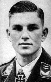 """El Teniente General Gerhard """"Gerd"""" Barkhorn (20 de marzo de 1919 – 8 de enero de 1983) fue un piloto de caza que sirvió en la Luftwaffe durante la Segunda Guerra Mundial. Entre los ases de la aviación ha sido el segundo con mayor número de victorias de todos los tiempos, tras el primero que es Erich Hartmann. Voló en 1.104 misiones de combate y se le acreditaron 301 derribos de aviones de la Fuerza Aérea Soviética en el Frente Oriental, pilotando aviones de caza Messerschmitt Bf 109 y…"""