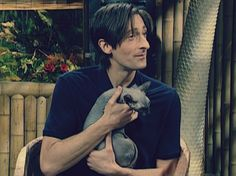 adrien brody with a cat on snl.  I dont know why but I think he is hot and with a cat...I swoon!