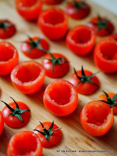 pomidorki-koktajlowe-przygotowane-do-nadziewania Finger Food, Food And Drink, Vegetables, Party, Lettuce Recipes, Vegetable Recipes, Parties, Finger Foods, Veggies