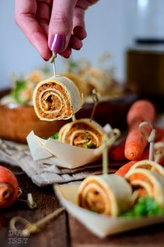 Ina Is(s)t: Vegane Tortillaröllchen mit Karotten-Bohnencreme