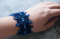 So beautiful! Tatting Bracelet, Lace Bracelet, Tatting Jewelry, Bracelets, Needle Tatting, Tatting Lace, Hand Gloves, Tatting Patterns, Bobbin Lace