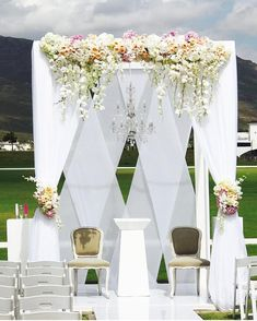 Beautiful Outdoor Wedding in SA! @valdevieestate planne