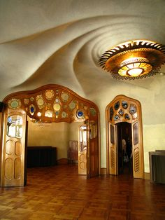 Casa Batllo photo by Mera.Casa Batlló, is a building restored by Antoni Gaudí and Josep Maria Jujol, built in the year 1877 and remodelled in the years 1904-1906; Spain