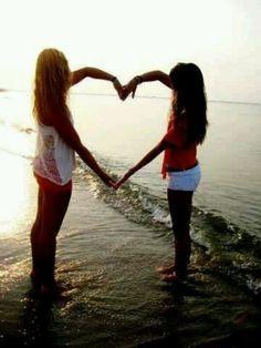 Super Fun Best Friend Photography Ideas - Big heart
