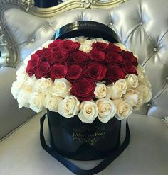 Valentines Flowers, Bride Flowers, Bunch Of Flowers, Rose Art, Flower Boxes, Floral Arrangements, My Favorite Things, Instagram, Cake