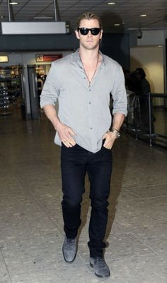 Chris Hemsworth in AG Adriano Goldschmied Matchbox jeans in coated black. Avengers Actors, Hemsworth Brothers, Ag Jeans, Adriano Goldschmied, Chris Hemsworth, Beautiful Outfits, Celebrity Style, Slim, Mens Fashion