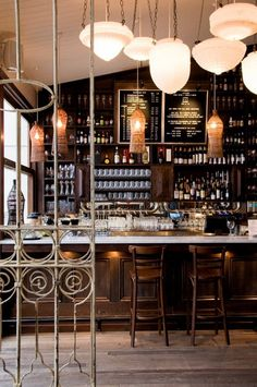 Selection of luxury bar designs to inspire you for your next interior design project ! Interior design trends to help to decor your bar! Café Bar, Pub Bar, Design Café, Cafe Design, Menu Design, Deco Restaurant, Restaurant Design, Restaurant Offers, Deco Cafe